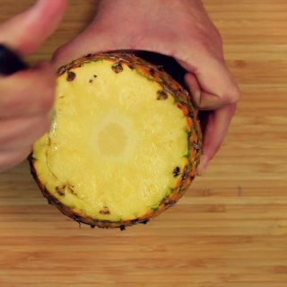 Cut a circleHow to make a Piña Terrorifica