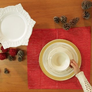 How to Put a Christmas Table