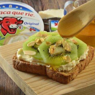 Bread with Cheese, Kiwi and Toasted Almonds