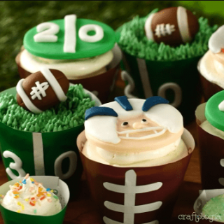how to decorate cupcakesAmerican Football Cupcakes