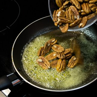 How to caramelize nuts or almonds
