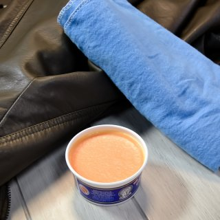 How to clean stains on leather garments