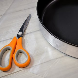 How to cut waxed paper circles