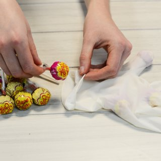 How to make hands filled with sweets