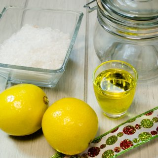 How to make bath salts to give as a gift