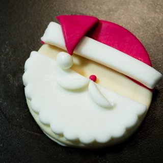 How to make a Fondant Santa to decorate Cupcakes