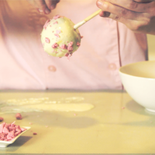 How to make apples covered with chocolate