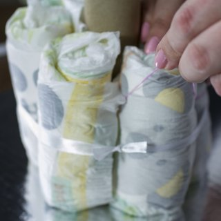 How to make a diaper cake for Baby Shower