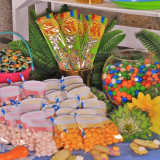 Candies tableHow to Ride a Table of Sweets